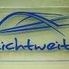 werbeschild-aus-acryl-mit-farbig-ausgelegter-lasergravur